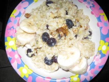 Brown rice cereal with nuts and blueberries