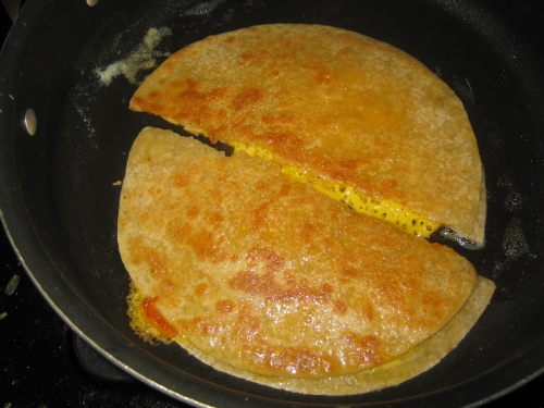 How to make quesadillas  in a pan